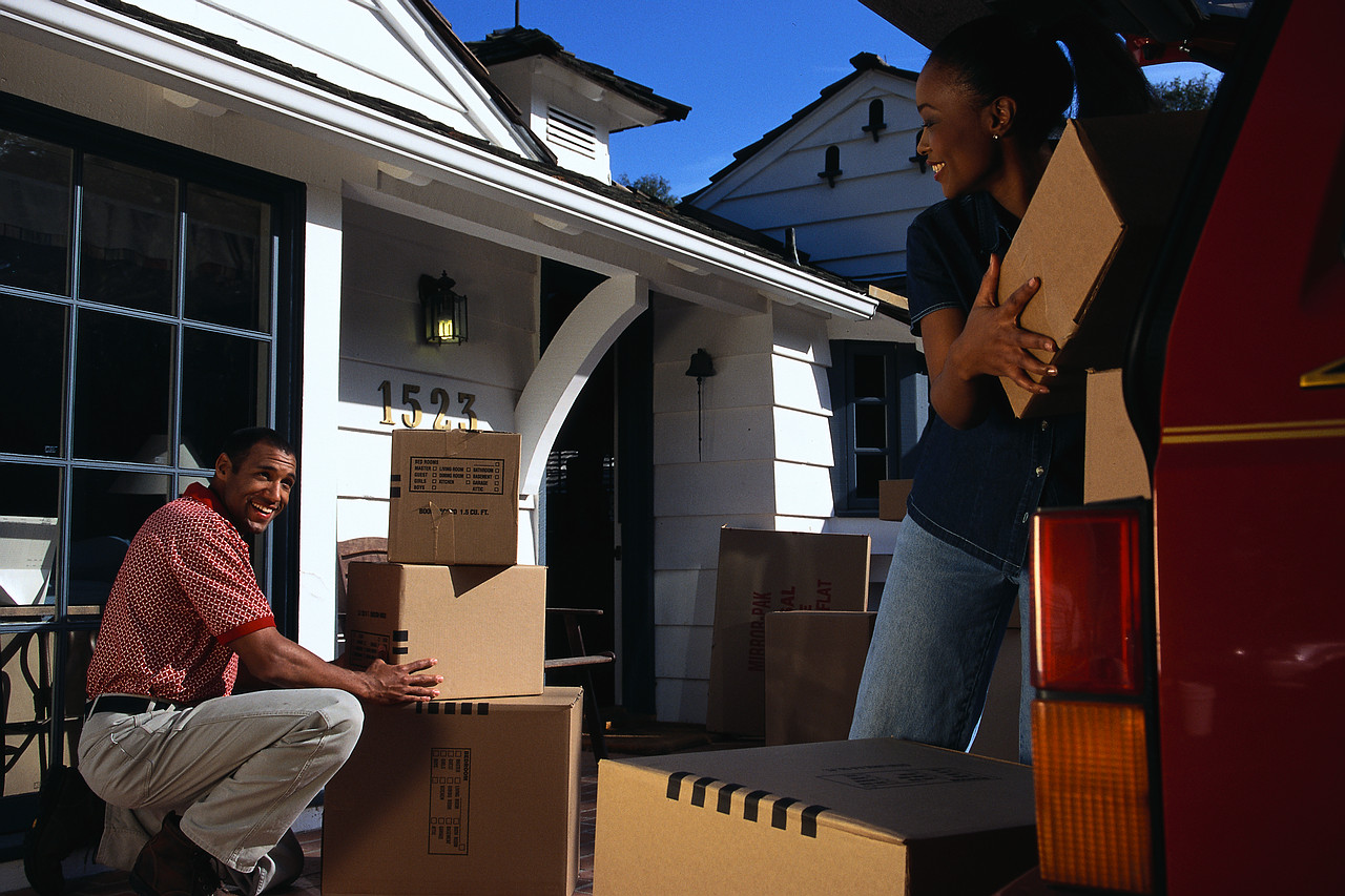How Backloading Removalists Can Help You to Save Money On Moving House